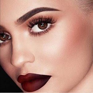 🎄Kylie Holiday Matte Liquid Lipstick In Vixen🎄